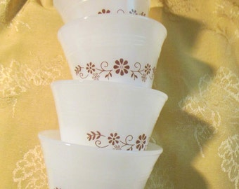 Dynaware Group of Four Custard Cups