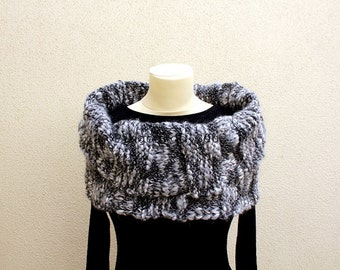 Knitted Neckwarmer - Black and White Fashion - Handmade by T. Catana. Made to Order: 4-6 business days.