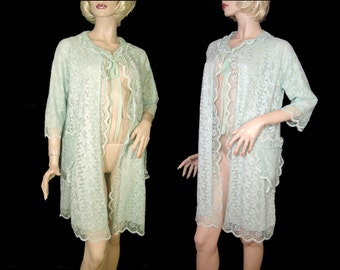 1950s 1960s sparkly green lace robe ~ Medium Large ~ nylon & silver lurex ~ large pockets wide sleeves ~ mint condition housecoat 50s 60s