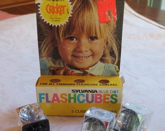 1970s Sylvania Blue Dot Vintage Flashcubes in Box, 3 Cubes/12 Flashes, New Old Stock