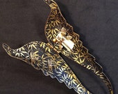 Blessing Holder Wings with gold bamboo lining