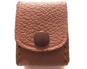 Tiny Snap-on Carrying Container, Vintage Little Leather Pouch in Light Brown (B3)