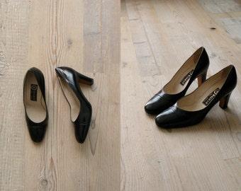 Vintage 1960s heels. 60s Italian black leather heels
