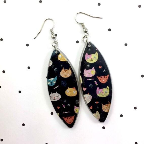 Long Resin earrings handmade cats, cat colors, blue, yellow, orange, grey backround, on stainless steel hook, les perles rares