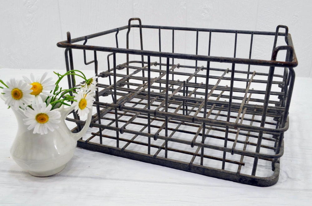 Vintage wire milk crate farmhouse display and decor old for Decorating with milk crates
