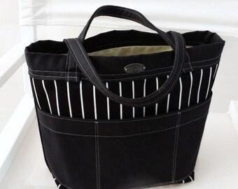 Small tote // black // white stripes // 6 pockets // short straps