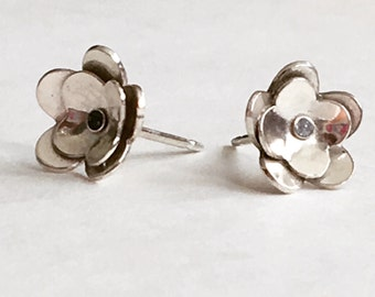 Small Silver Flower Post Earrings (EP-SSF2)