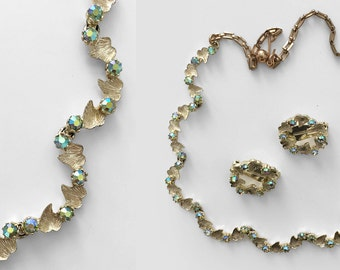 50's green & gold necklace set. 1950's leaf necklace. crystals. choker. scalloped. 50 circle earrings.