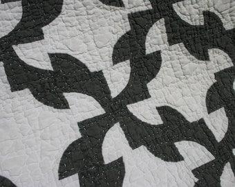 Rare Black and White Quilt Drunkard's Path