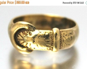 CIJ SALE Vintage Buckle Ring 1960s Engraved Yellow Gold 9ct 9k | FREE Shipping | Size P / 7.75