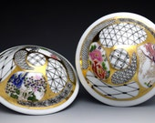 Salt & Pepper Shaker with traditional Asian pattern and decal, German gold luster, hand painted porcelain