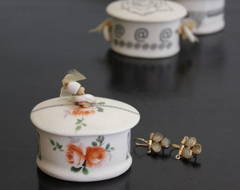 lovely little porcelain jewelry box with roses, black patterns and bead lid