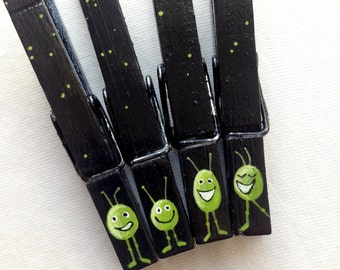 LITTLE GREEN MEN  hand painted magnetic clothespin set monsters black and green