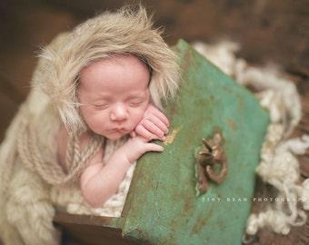 Lil Eskimo fur trimmed bonnet