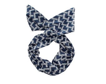 Twist Hair Scarf - Screen-printed Wire Headband - White Mountains on Navy