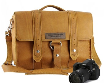 "14"" Tan Grizzly Newport Voyager Leather Camera Bag - 14-V-TAN-GRZ-LCAM"