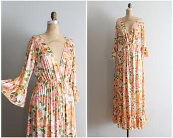 vintage 60s Vanity Fair peach floral dressing gown - ladies vintage lingerie / 1960s maxi gown - floral print nylon robe / silky robe