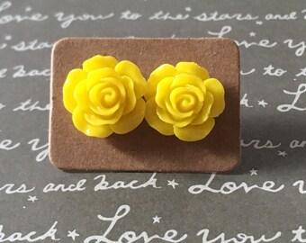Gorgeous yellow rose studs