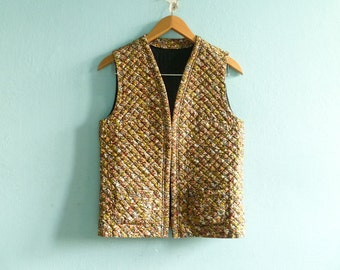 Vintage womens quilted vest waistcoat top sleeveless jacket / floral / multicolor / fall winter / folk boho gypsy ethnic country / medium