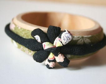 Japanese fabric bangle, green and black