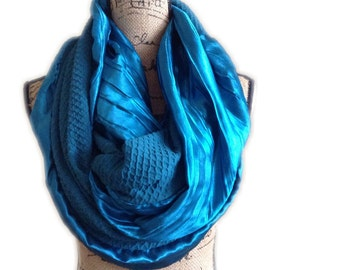 Teal travel Infinity scarf with hidden pocket, EXTRA BULKY blue green scarf, loop scarves, circle scarves secret pocket scarf