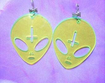 Big Fluorescent Slime Green ANTICHRIST ALIEN Acrylic Earrings With Rhinestone Bow Earring Hooks Ear Wires