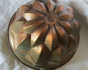 Vintage French Copper Cake Mold Mould Jelly Jello Mold Mould Daisy Large 9 and a half inch Diameter Christmas Cake Kitchenalia
