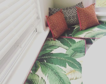 Tommy Bahama's Swaying Palms Bench Cushion in Rayon Linen Indoor Fabric