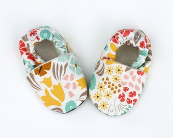 Flower Baby Shoes.  Hyde Park Organic Cotton Baby Soft Sole Shoes. Yellow, Pink, Turquoise, Coral and Gray. Baby Slippers.  Baby Girl.