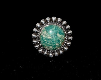 Chrysoprase Sterling Chunk Vintage Round Southwest Statement Ring with Rope & Raindrop Size 7.5