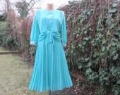 Pleated Dress Vintage / Turquoise / Size EUR42 / UK14 /  With Vest / Cape