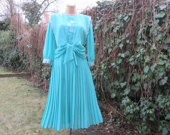Pleated Dress Vintage / Turquoise / Size EUR42 / UK14 /  With Vest / Cape