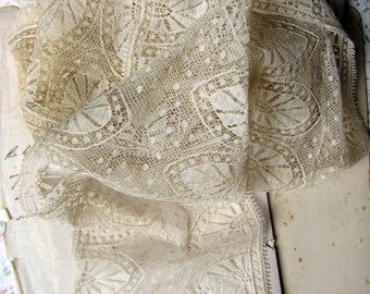 antique lace panel - delicate wide ivory trim with an arched gothic motif