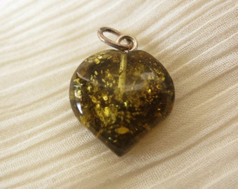 Small green vintage amber heart pendant suitable for a small silver necklace baltic amber 40s 50s 60s 70s