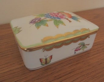 Herend fine porcelain hand painted trinket box.  Herend Queen Victoria trinket box.