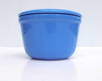 1930s Oxford Pottery Refrigerator Dish with Lid and Original Paper Label, Universal Potteries, Cornflower Blue Ceramic Oxfordware