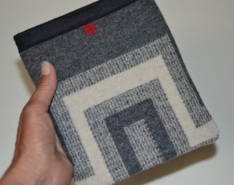 Oasis Kindle sleeve cover case handcrafted of Wool fabric San Miguel grey religious cross Kindle Oasis simple sleeve electronics