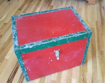 Shabby Red Wooden Storage Trunk Red and Green Trunk Wooden Box Rustic Bowl Rustic Storage Chippy Decor Rustic Decor