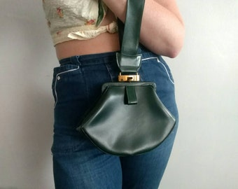 1940s Forest Green Leather Wristlet Handbag by Marfett Creation in Great Condition Triangular Shape