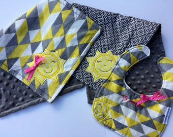 Free USA shipping, Appliqued You are My Sunshine Bib & Burp cloth set, You are my Sunshine shower, Yellow and gray nursery, Newborn girl