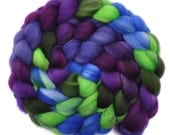 Hand painted roving - Superwash Merino Wool / Nylon  85/15% spinning fiber - 4.1 ounces - Plantation Belle 1