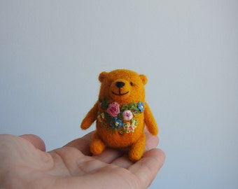 Needle felted Yellow Bear brooch, embroidered flowers, Hand made, gift for friend, in the box
