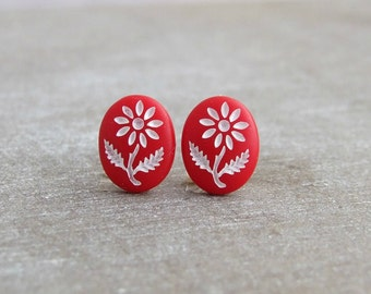 Red Daisy Earrings ... red studs, small earrings, flower earrings, daisy earrings, red post earrings