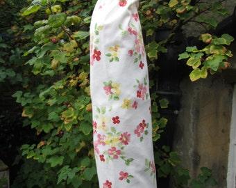 Cream Ditsy Flower Carrier Bag Holder