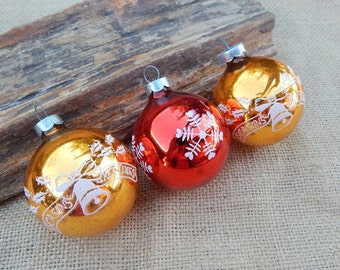 Stenciled Glass Christmas Tree Ornaments  ~  Red and Gold Christmas Ornaments  ~  Gold and Red Stenciled Vintage Christmas Tree Ornaments