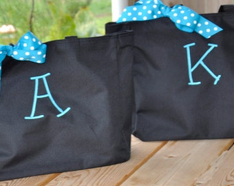 Personalized Totes, 5 Bridesmaid Totes, Monogrammed Bags, Bridesmaid Gifts, Bridal Party Gifts, Monogrammed Totes, Gifts for Your Girls