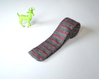 skinny knit necktie - gray and burgundy