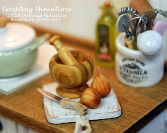 Handturning Olive Wood Mortar and Pestle - 1:12th Dollhouse Miniature