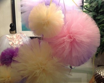 8  poms 2x large 2 large 2 medium  2 small for weddings , birthday parties, photo props and more...