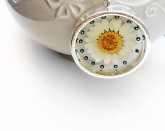 Real spring daisy pendant